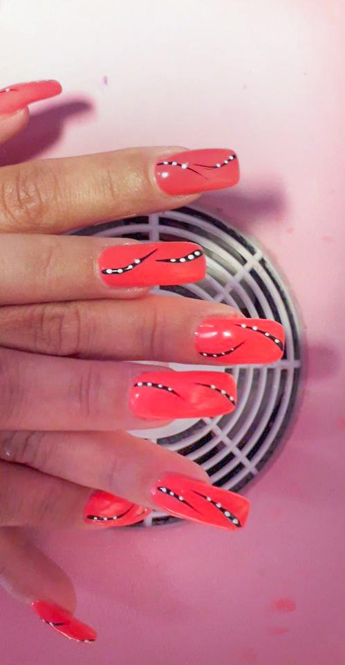 Nägel rot schwarz weiß design