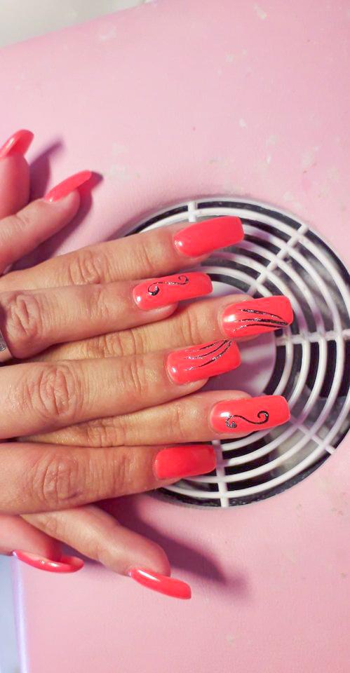 Nägel spezielles design rot