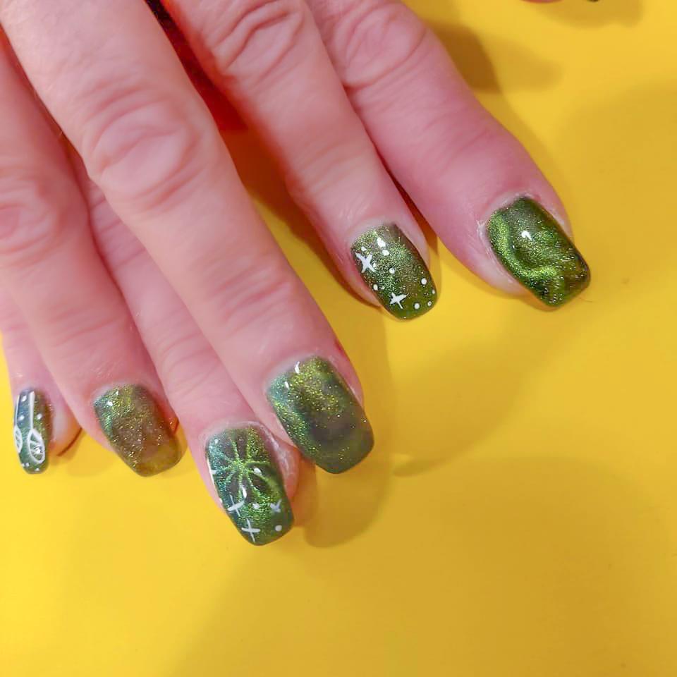 Nägel gründ design weiß